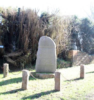 Stèle à l'emplacement de la Maison d'Alphonse